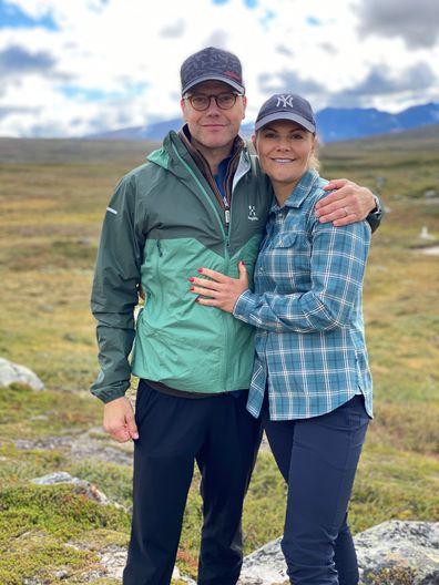 2020-09-06 I helgen upplevde Kronprinsessan och Prins Daniel den annalkande hösten i fjällen när de vandrade den 47 kilometer långa Jämtlandstriangeln. Vandringen gick mellan fjällstationerna Storulvån, Sylarna och Blåhammaren för att därefter avslutas i Storulvån. Kronprinsessparet vill tacka STF för det arbete föreningen och dess medarbetare utför för att sprida kunskap om allemansrätten och tillgängliggöra den svenska naturen för alla.