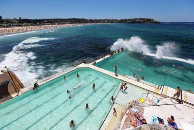 "<a href=""http://elsewhere.nine.com.au/destinations/south-pacific/australia/"" target=""_top""><strong>Australia</strong></a>"