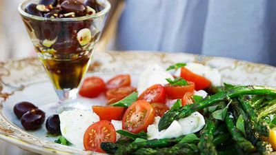 "Click through for our <a href=""http://kitchen.nine.com.au/2016/05/16/19/12/mozzarella-and-tomato-salad"" target=""_top"">mozzarella and tomato salad</a> recipe"