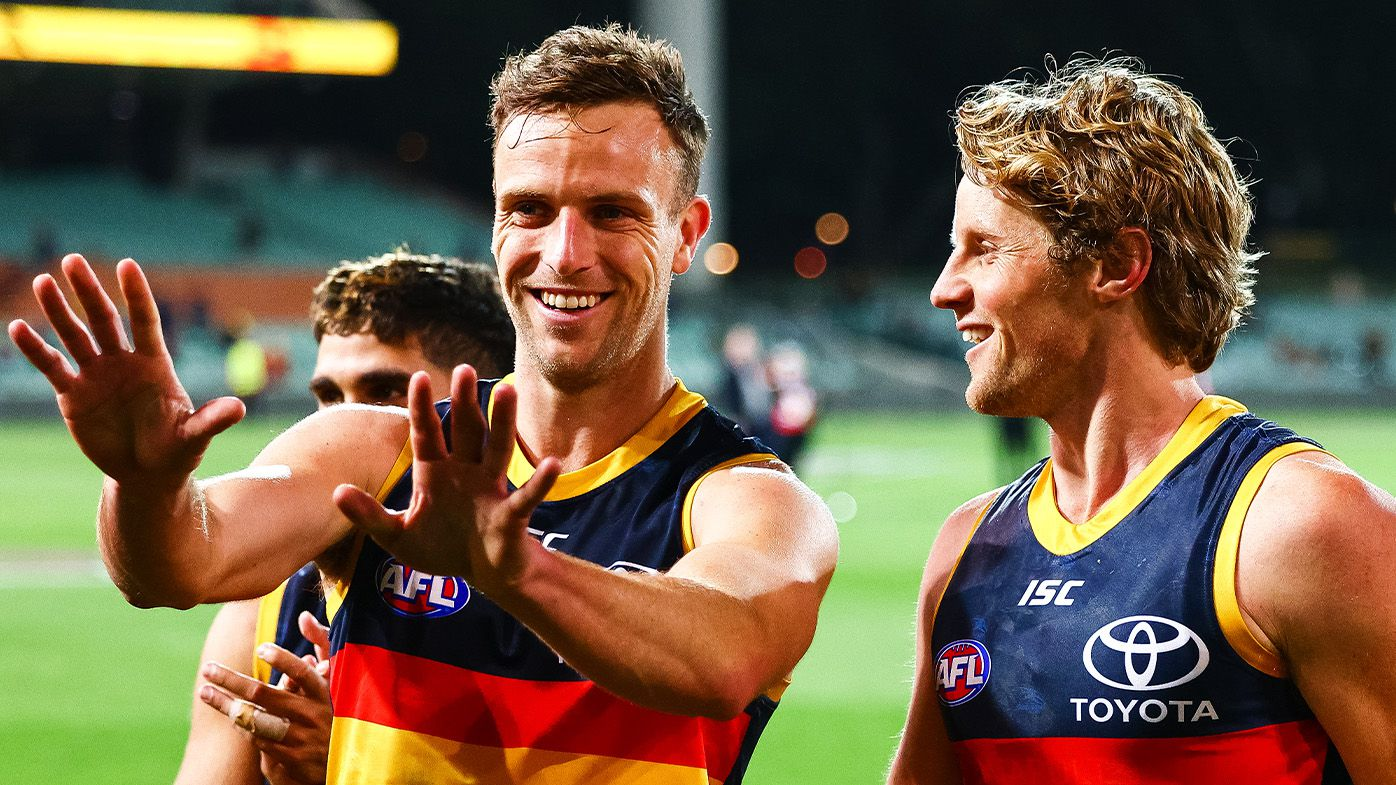Adelaide backman Brodie Smith cleared for 200th AFL game after copping a golf ball to his eye
