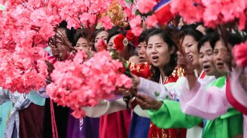 North Korean people bid farewell to South Korean president Moon Jae-in and his wife in Pyongyang.