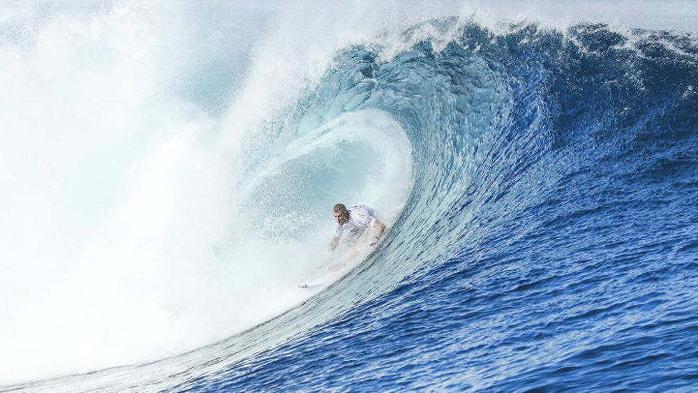 Fanning keeps Fiji Pro hopes alive