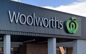Coronavirus outbreaks at Woolworths Altona North and The Glen under investigation