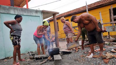 A group cook outside in the wake of Matthew's destructive passage over Cuba. (AP)