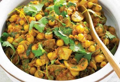 Chickpea and mushroom and spinach curry