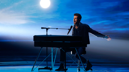 Duncan Laurence of The Netherlands performs 'Arcade' during the Grand Final