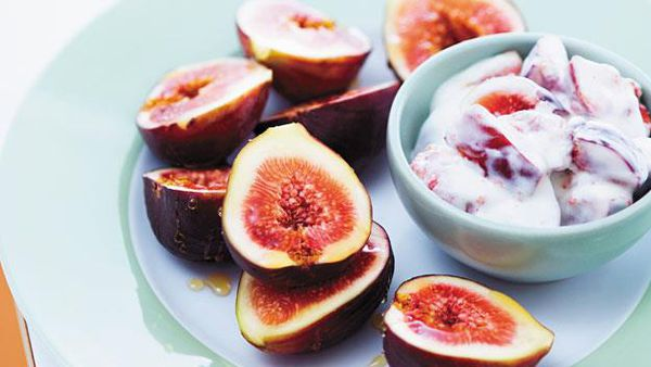 Figs with yogurt
