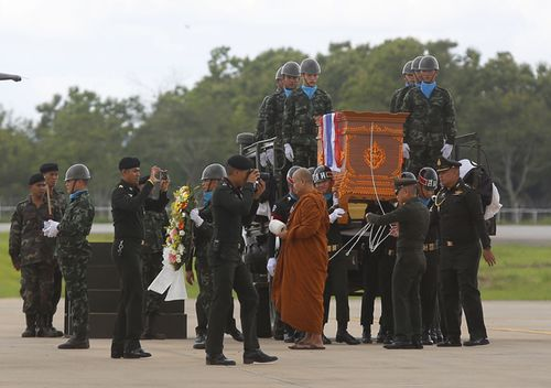 The body of Saman Gunan, a former Thai navy SEAL is carried during a repatriation and religious rites ceremony at Chiang Rai Airport in Mae Sai, Chiang Rai province, in northern Thailand. (AAP)