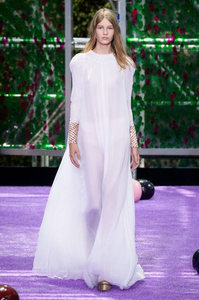 <p>Held in a custom-made kaleidoscope-like venue in Paris, Raf Simons' latest Dior collection showcases lust-worthy coats, glittery platforms and sheer delights.&nbsp;</p>