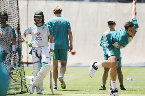 Tim Tes Kriket Australia berlatih di SCG menjelang Tes di Sydney akhir pekan ini. Batter Will Pucovski dan pemain bowler Patt Cummins.