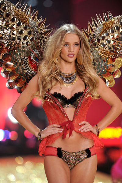 <p>7. Rosie Huntington-Whiteley </p> <p>The British supermodel started working for the lingerie brand in 2006 becoming an angel in 2009 and retiring in 2010 to focus on her commitments with Burberry and her own underwear line.</p>