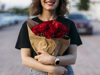 Young woman holding red roses