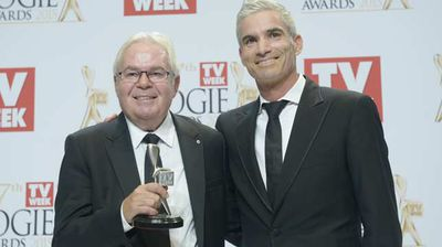 Les Murray accepts the Logie for Most Outstanding Sports Coverage for SBS's coverage of the FIFA World Cup. (AAP)