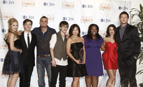 """The cast of """"Glee,"""" from left, Dianna Agron, Chris Colfer, Mark Salling, Kevin McHale, Jenna Ushkowitz, Amber Riley, Lea Michele and Cory Monteith arrives at the People's Choice Awards in Los Angeles. (AAP)"""