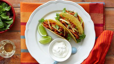"<a href=""http://kitchen.nine.com.au/2016/05/16/11/55/pulled-chicken-tacos"" target=""_top"">Pulled chicken tacos</a>"