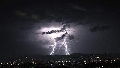 A thunderstormstorm struck the Gold Coast earlier this week. (9NEWS)