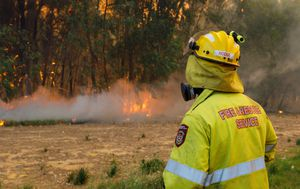 Firefighters battle multiple WA bushfires as state braces for storms