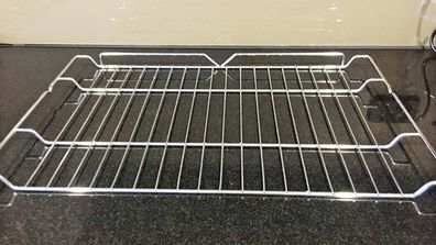 Aussie Mum Tests Two Oven Rack Cleaning Hacks To Find Out What Works Best