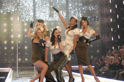 The fab five also took to the stage this year, kicking off their comeback tour with a sexy rendition of 'Stop'.