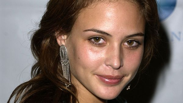 Nobody glows quite like actress, model and natural beauty guru Josie Maran. Image: Getty.