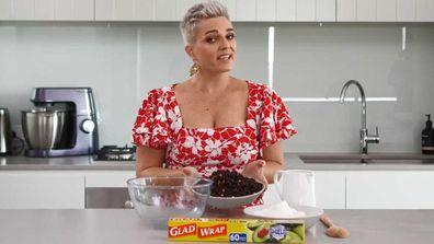 9Honey's Jane de Graaff and the three-ingredient slow-cooker Christmas cake hack