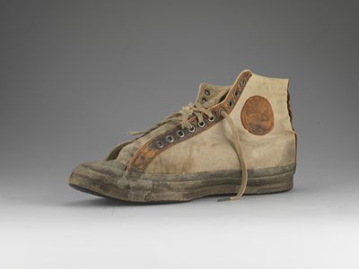 <strong>Chuck Taylor All-Star (1917)</strong>