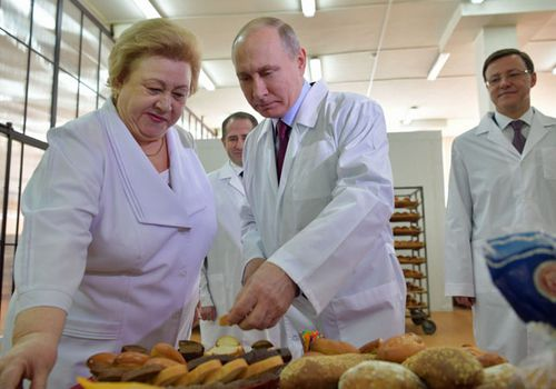 Russian President Vladimir Putin visits a bakery in Samara in the country's south-west. (AP).