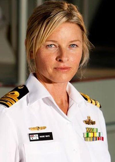 Tammy MacIntosh as Commander Maxine 'Knocker' White