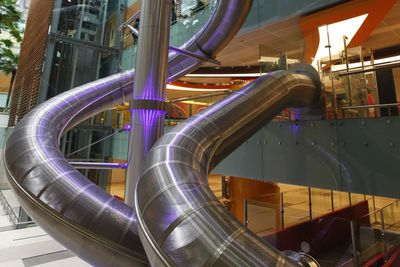 <strong>7. It has the world's tallest slide in an airport </strong>