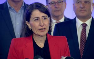 Queensland 'won't let Sydneysiders in' Berejiklian says, ahead of Palaszczuk's election-eve announcement