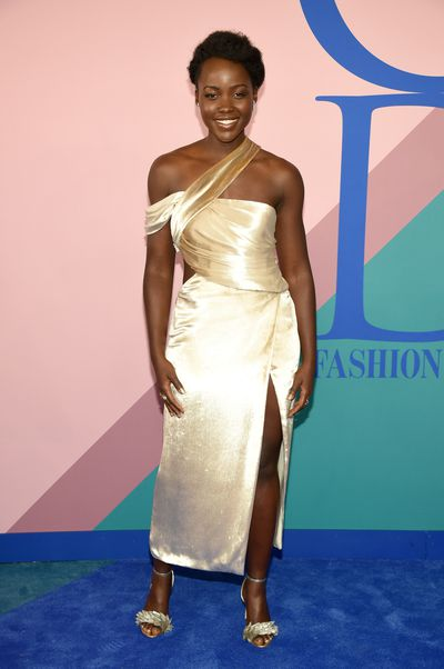 <p><strong>Loser: Lupita Nyong'o in Jason WU</strong></p> <p>It's all in the proportions and the busy neckline and bust-line drowns Lupita's figure.</p> <p></p>