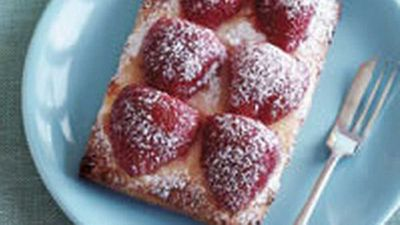 <strong>Croissants with strawberries and cream</strong>