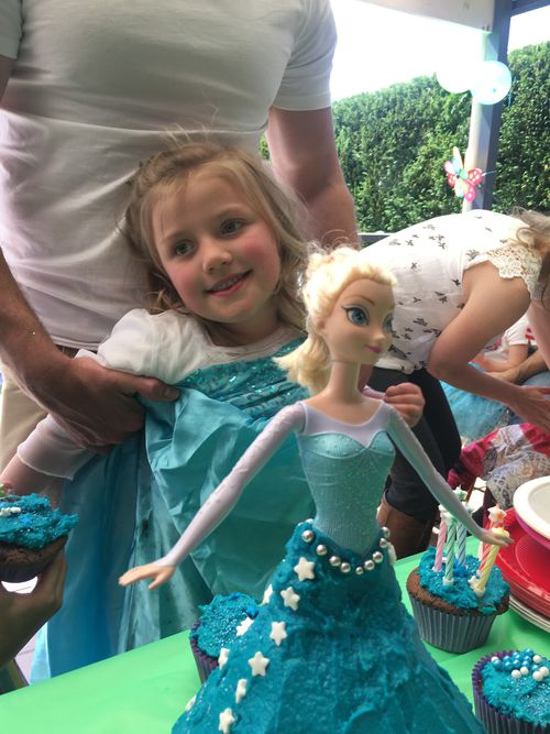 """Tiaré requested an Elsa cake for her """"come as your favourite character"""" party for her 6th birthday."""