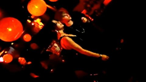 Justin Bieber and Selena Gomez sing crappy karaoke