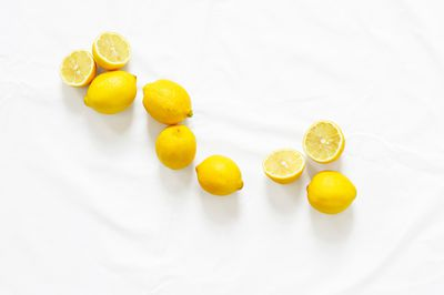 <strong>Remove stains from containers with lemon juice</strong>