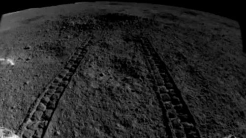 Tracks showing Yutu-2's approach to the crater Picture: China Lunar Exploration Project