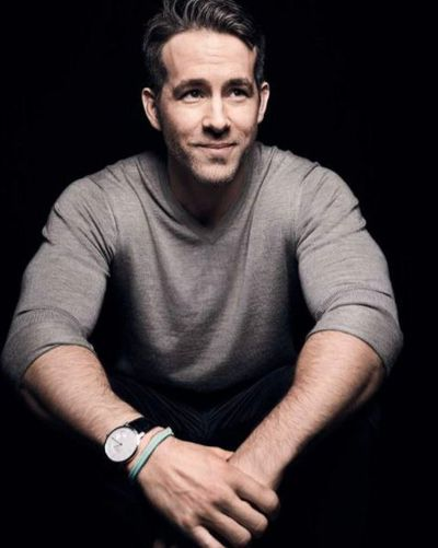 <p>Here's a hot dad. </p> <p>Yes, it's actor Ryan Reynolds. All together one, two, three, aaaaahhhhh. Now back to reality and the actual dads in our lives. 'Cause you do know Father's Day is coming up on right? Don't you?</p> <p>Well we do and we've put together a winning list of gifts to suit all manner of dads. Hot dads, creative dads, boozy dads and sporty dads. So stop staring at Ryan and start swiping ...</p> <div>&nbsp;</div>