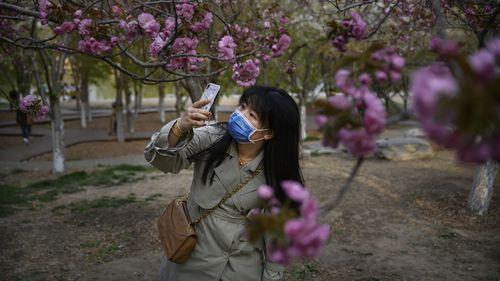 China Reopens Tourist Spots - Health Experts Warn Coronavirus Not Gone