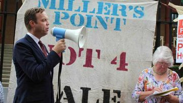 Greens member for Balmain Jamie Parker joins community campaigners in a rally outside state parliament, criticising state government's sale of public housing. (AAP)