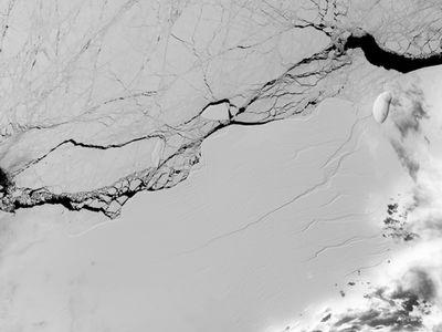 NASA documents Antarctic ice shelf from space