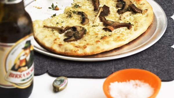 Mushroom and mascarpone pizza bianco