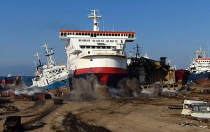 Luxury vessels left to rot in cruise ship 'graveyard' amid COVID-19