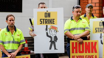 Workers on strike outside the Milton brewery. (AAP)