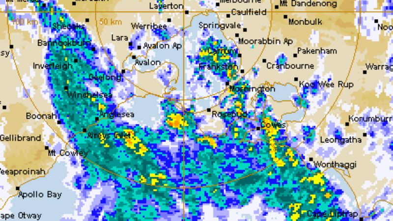 The band of showers moved across Melbourne this morning.