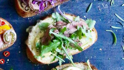 "<a href=""http://kitchen.nine.com.au/2016/09/19/13/36/open-steak-sandwich-with-dijon-cheddar-rocket-and-rosemary"" target=""_top"">Open steak sandwich with Dijon, cheddar, rocket and rosemary</a>"
