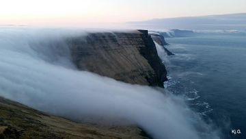 A man has posted eerie footage of fog tumbling down an Icelandic precipice, following comments earlier images of the phenomenon may have been faked. (Facebook/Kjartan Gunnsteinsson)