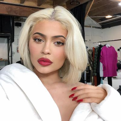 5. Kylie Jenner (US$900 million)