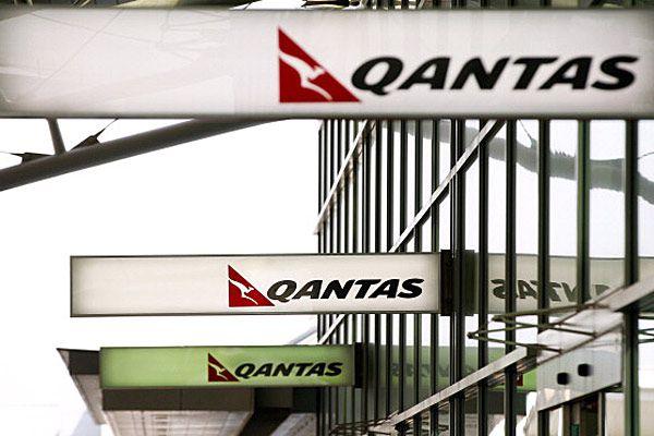 Qantas signs