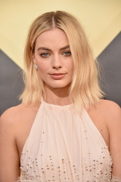 "<p><em>I Tonya</em> star Margot Robbie made a show-stepping entrance on the red carpet at this year's <a href=""https://style.nine.com.au/2018/01/22/09/12/sag-awards-2018-red-carpet-fashion"" target=""_blank"">Screen Actors Guild Awards</a> in a delicate, blush-coloured Miu Miu gown, but it was her luminous makeup and &lsquo;bed head&rsquo; hair that made the biggest impression.</p> <p>The Australian actress went for a messy and undone 'do that added a punky edge to her look and was the perfect complement to match her soft nude lip and thick brows.</p> <p>This year&rsquo;s SAG Awards not only played host to a sartorially diverse red carpet where black was far from the only colour on show, but also an array of bold and elegant beauty looks.</p> <p>Click through to see all our favourite beauty looks from the 2018 SAG Awards.</p>"