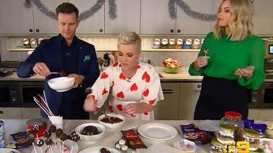 David Campbell and Jane de Graaff make Christmas pudding cake-pop